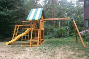 playground installation - wooden swing set - backyard playsets - swings - monkey bars - Jungle Gyms Canada