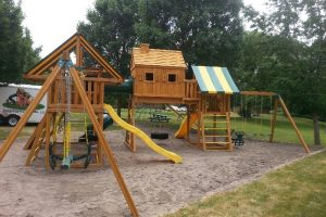 playground equipment - resort playgrounds - swing sets - slides - Jungle Gyms Canada